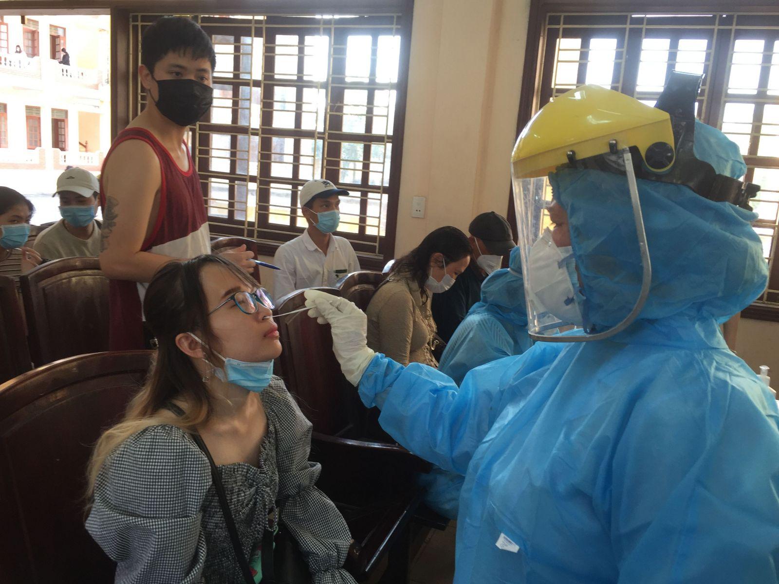 Tiếp tục thực hiện tốt các biện pháp phòng, chống dịch COVID-19 và dịch mùa Đông - Xuân